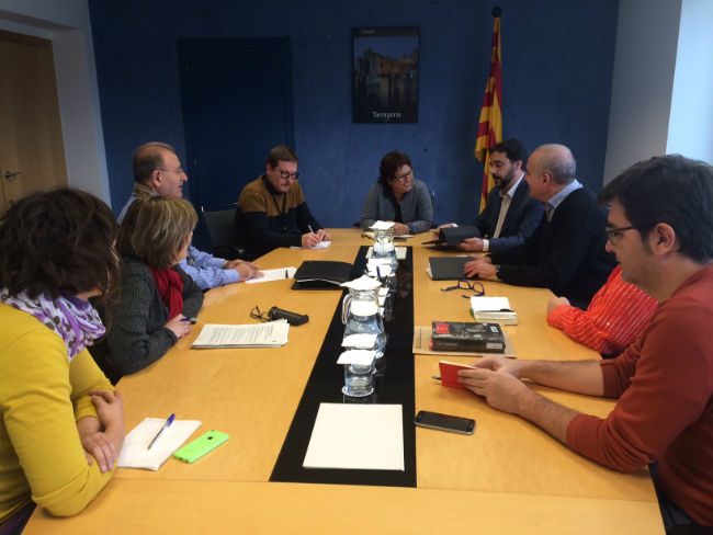 Dolors Bassa es reuneix amb representants de la ILP de la renda garantida