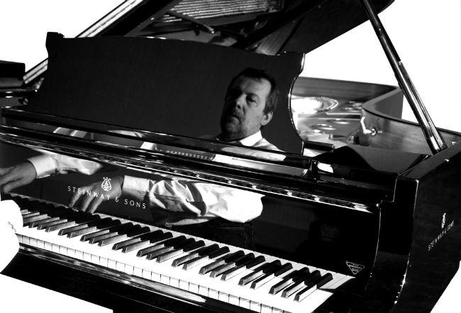 Ignasi Terraza tocant el piano