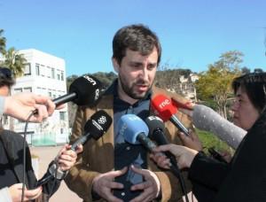 El conseller de Salut, Antoni Comín, atenent als mitjans de com