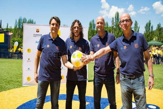 L'exjugador blaugrana Carles Puyol inaugura un Cruyff Court a la Pobla de Segur