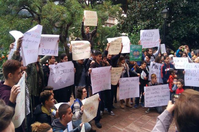 alumnes sords exigeix educació bilingüe
