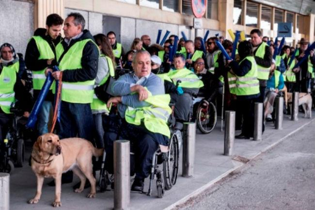 concentració aeroport barajas discriminació ryanair