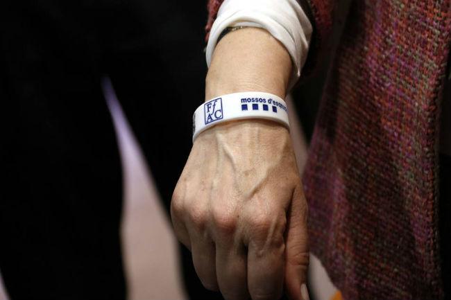 Es presenten unes polseres amb codi QR per a identificar malalts d'Alzheimer que es perdin