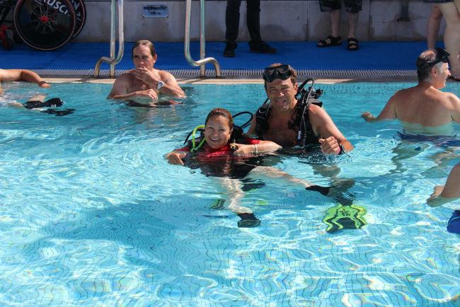 Pacients amb discapacitat física de l'Hospital Joan XXIII de Tarragona s'estrenen com a submarinistes