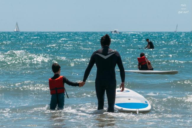 Teràpia de surf per a infants amb Trastorn de l'Espectre Autista (TEA)