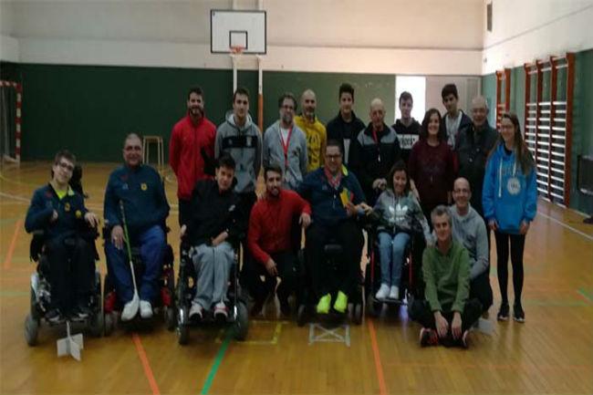 Un total de 12 alumnes participen al curs d'àrbitre nacional d'hoquei en cadira de rodes al CAR de Sant Cugat