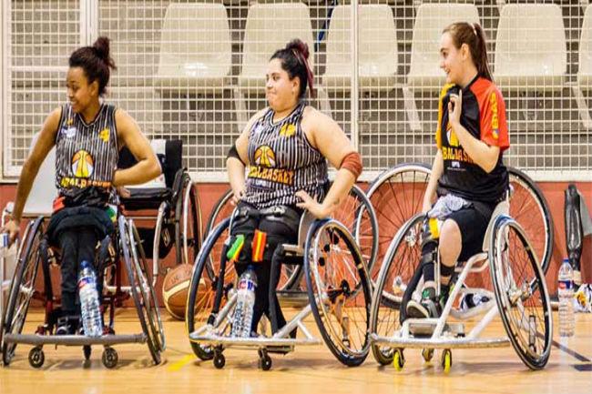 tres jugadores catalanes selecció nacional femenina bàsquet cadira rodes