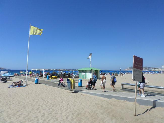 Destinacions estiuenques per adults amb discapacitat: viatges organitzats, platges adaptades i altres activitats