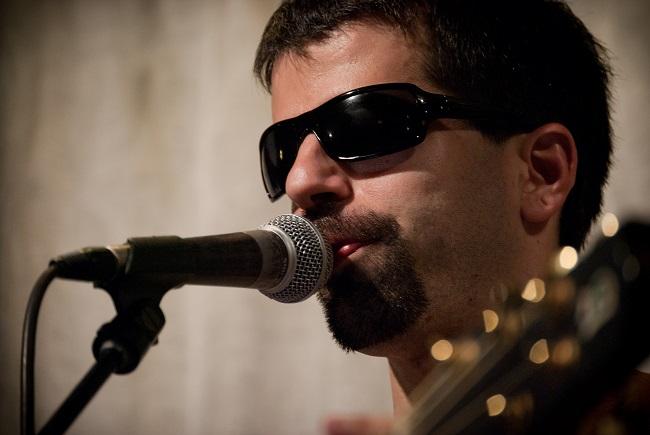 """El cantautor amb discapacitat visual Ricard Canals llança la cançó """"No hi ha barreres"""" contra el capacitisme"""