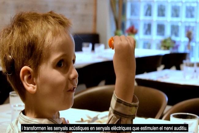 El 97% de les persones sordes es comuniquen oralment gràcies a la utilització de pròtesis auditives