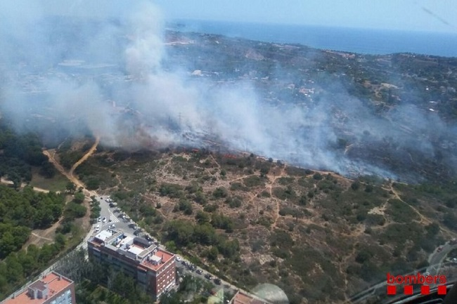 Apaguen un incendi al barri de Sant Pere i Santa Pau de Tarragona, prop de la seu social de La Muntanyeta