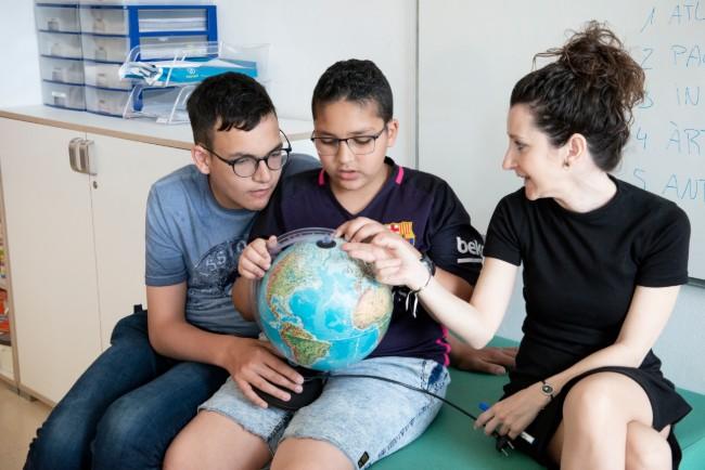 Missatge sorpresa del blaugrana Luis Suarez als alumnes de l'escola Jeroni de Moragas