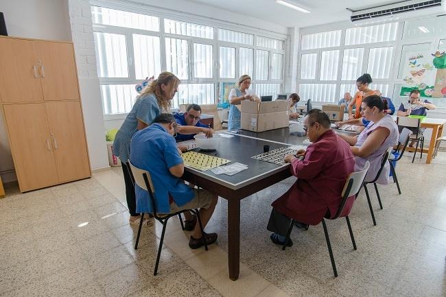 campanya captació fons nen deu material sanitari