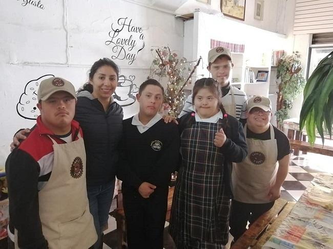 La inclusió laboral de les persones amb síndrome de Down arriba a Mèxic de la mà de l'emprenedor 'Café 21'