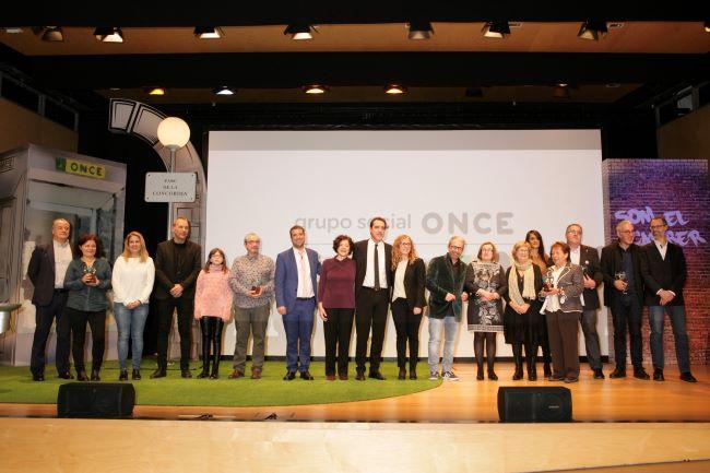 Foto de familia entrega dels Premis Solidaris ONCE Catalunya 2019