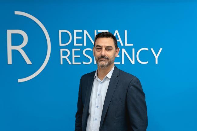 Sergi comas director i fundador dental residency, serveis odontològics